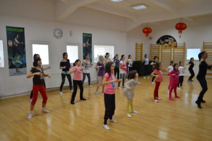 dansurile de grup - Scoala de dans Stop&Dance